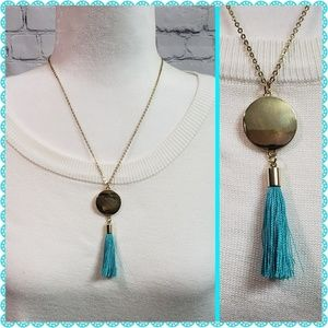 Jewelry - 🌷Pretty Tassel Necklace with Gold Disc